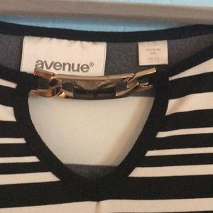 Avenue Tops - Avenue Black and White Shirt (Size: 30/32)